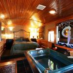 3. Featherbed Railroad Bed and Breakfast Resort, California, USA