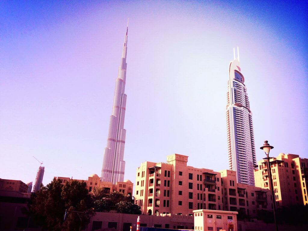 Burj Khalifa, Dubai - by Caroline Menezes Torres Bagger:Flickr