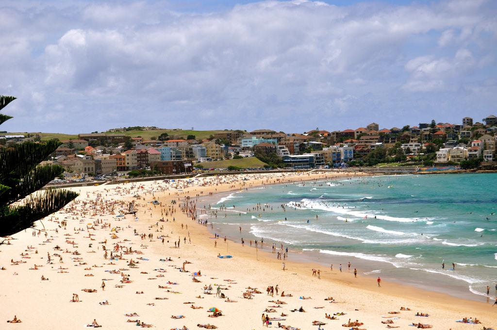 Bondi Beach, Sydney - by Sarah_Ackerman:Flickr