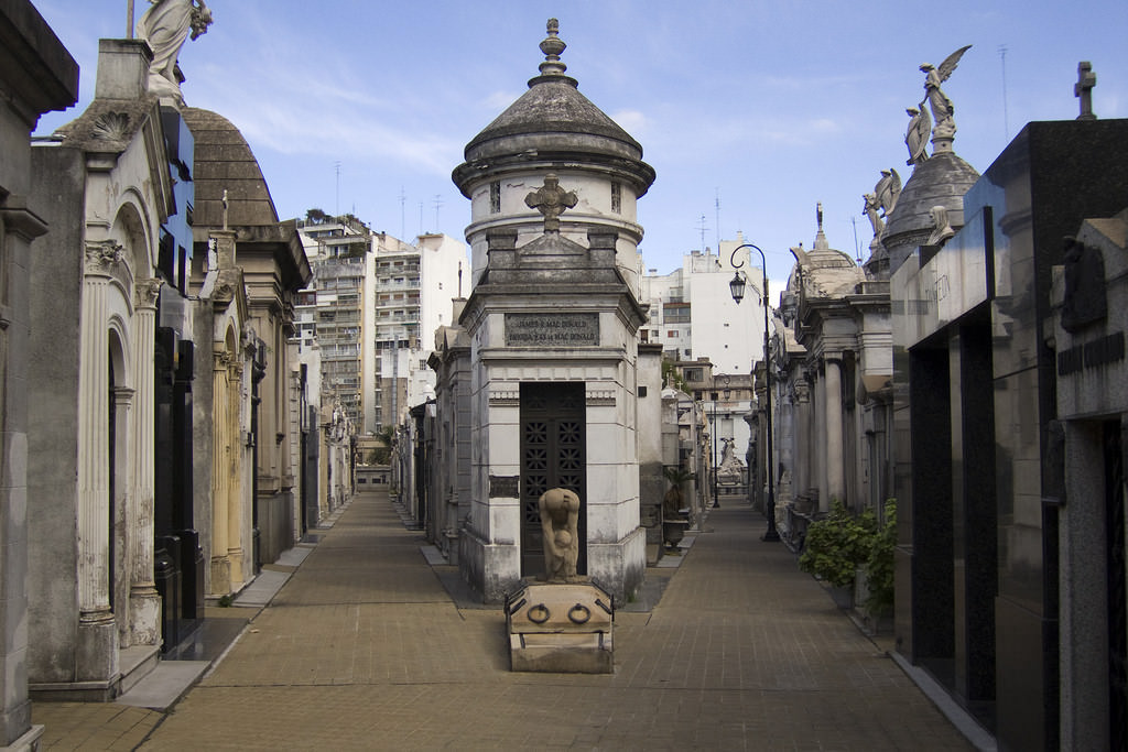 Recoleta Cemetery, Buenos Aires - by Andrew Currie:Flickr