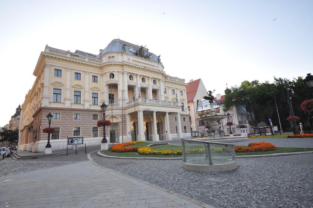 Bratislava Opera House - by Jorge Láscar:Flickr