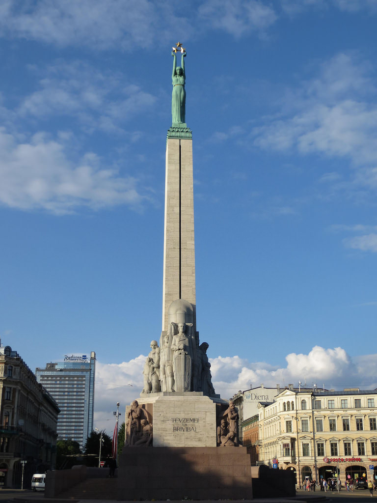 Freedom Monument, Riga - by Bernt Rostad:Flickr