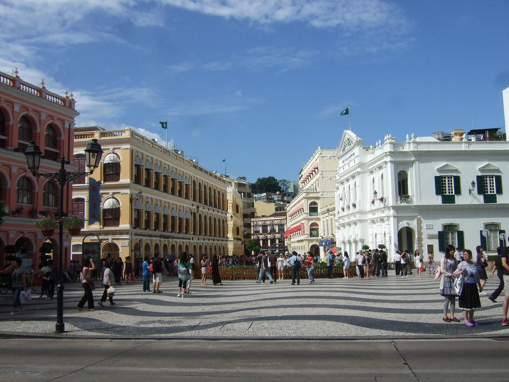 Senado Square, Macau - by Rachael Moore - lierne:Flickr