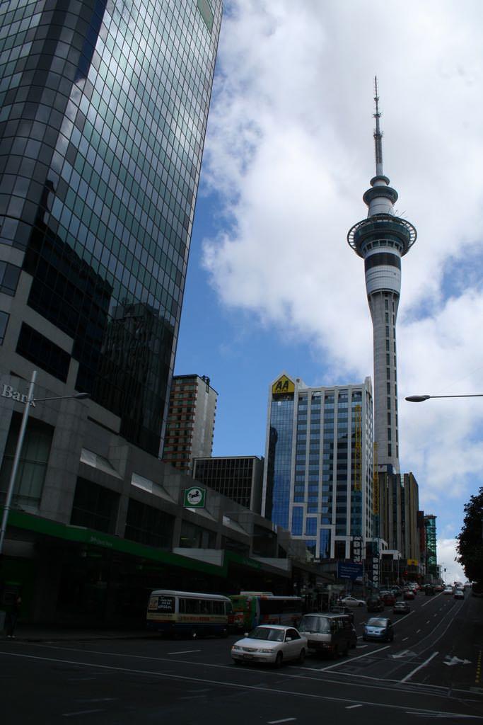 Sky Tower, Auckland - by Germán Poo-Caamaño - bgpoo:Flickr