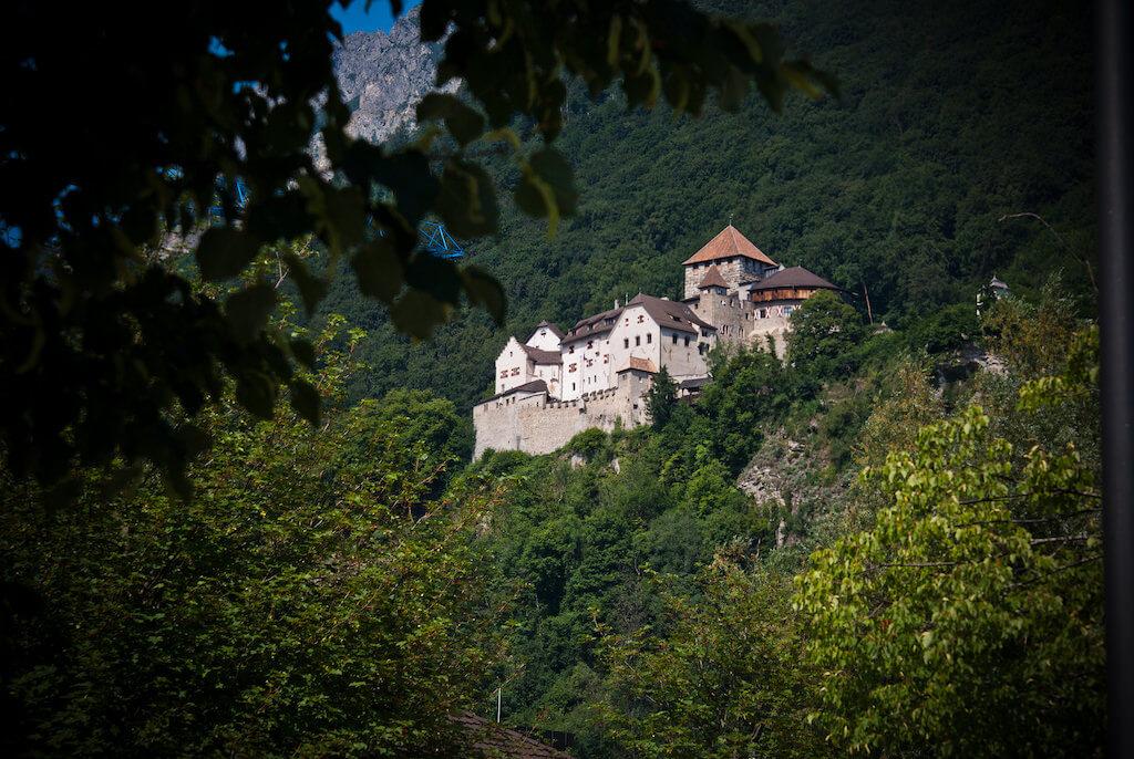 Vaduz Castle - by Clemens v. Vogelsang - vauvau:Fickr