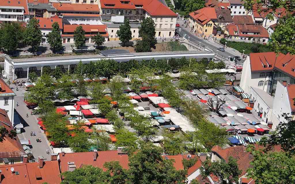 Central Market, Ljubljana - by Kulmalukko:Wikimedia