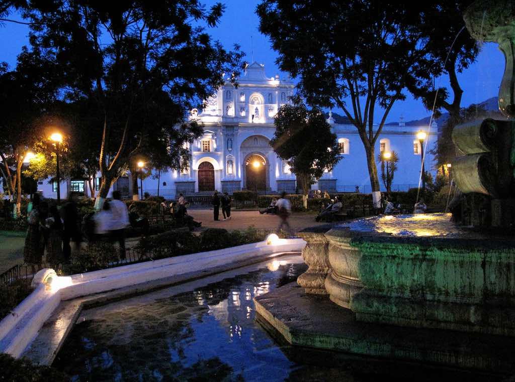 Parque Central, Antigua - by Francisco Anzola :Flickr