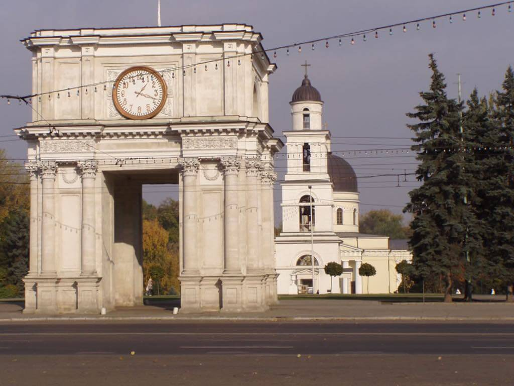 Triumphal Arch, Chisinau - by whl.travel : Flickr