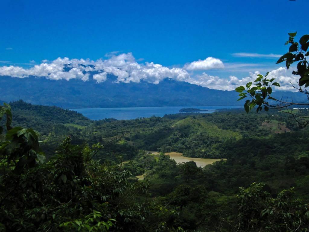 Lago de Yojoa, Honduras - by Ben Beiske/Flickr