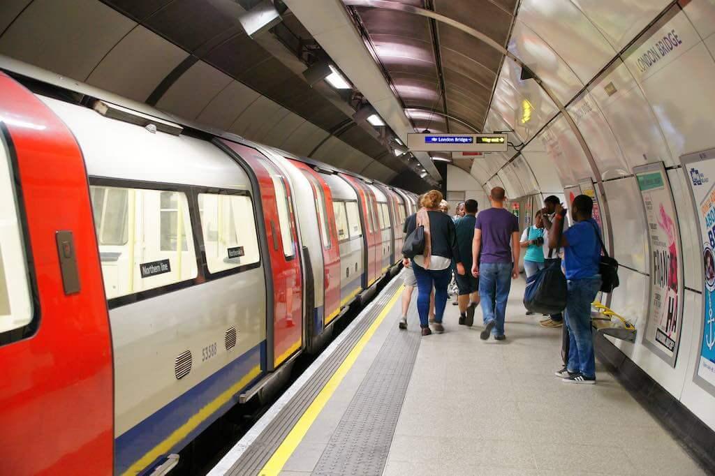 London Tube - by Chris Sampson - HHA124L:Flickr