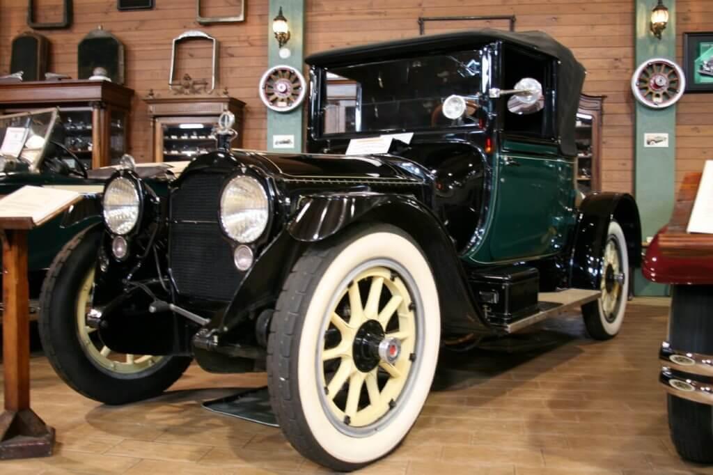 Fort Lauderdale antique car museum, Fort Lauderdale, by Cliffflickr.com