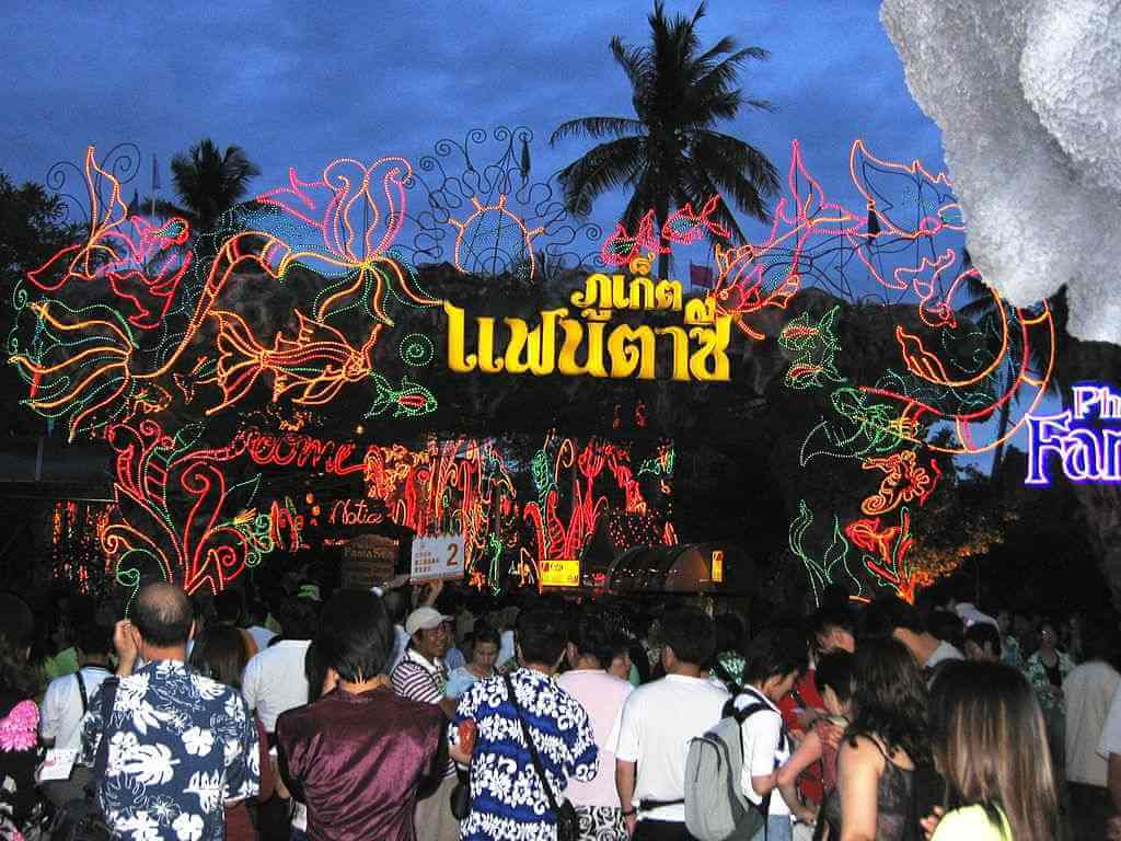Phuket Fantasea by Lerdsuwa/commons.wikimedia.org