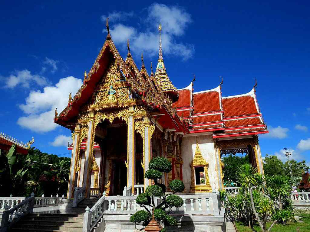 Wat Chalong Temple, Phuket by Oilinki / Wikimedia.org