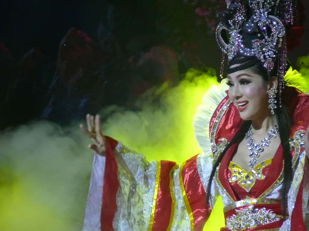 Tiffany's Cabaret show, pattaya- by AleksandrAvakimov /flickr.com