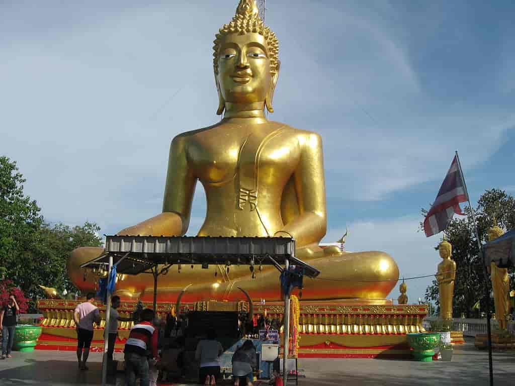 Wat Phra Yai Temple,Pattaya-by Ruslik0 / Wikimedia commons