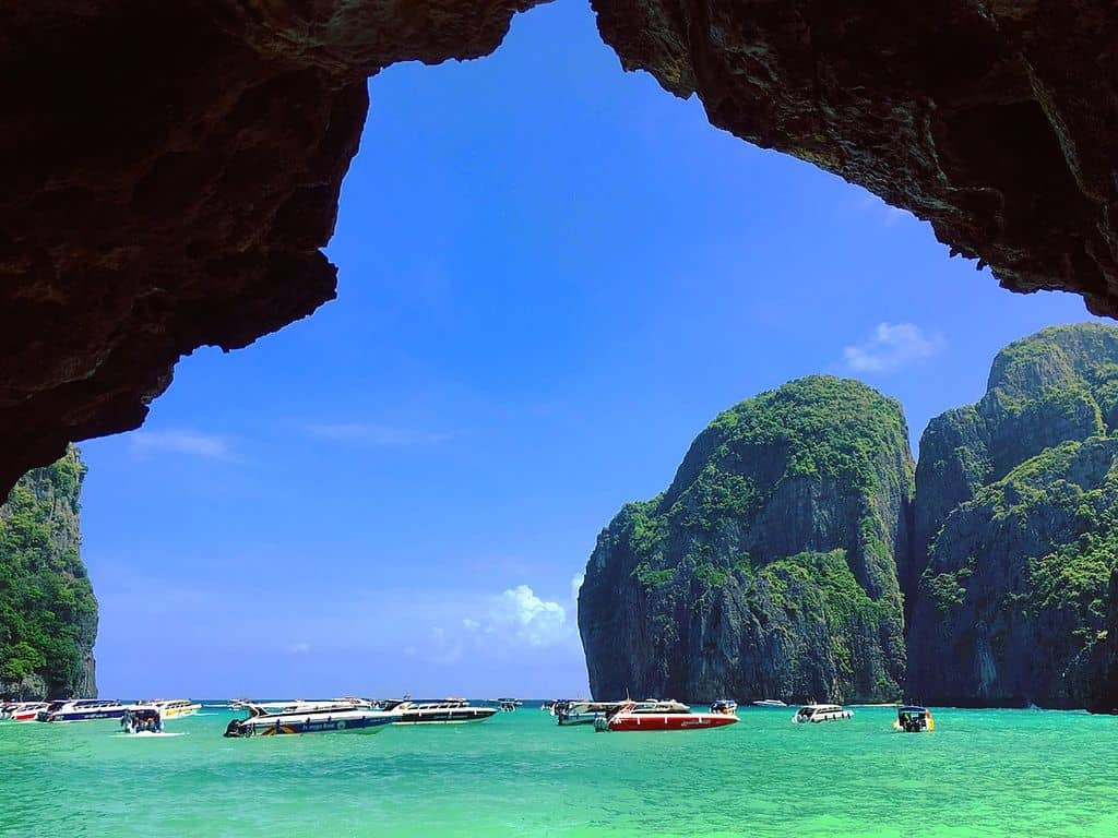 Maya Bay, Phi Phi Le by Puripant / Wikimedia Commons