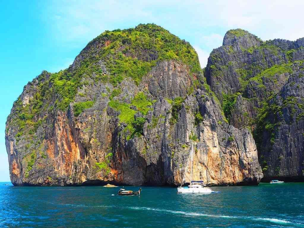 Phi Phi Islands, Phuket by mono1art / Pixabay.com