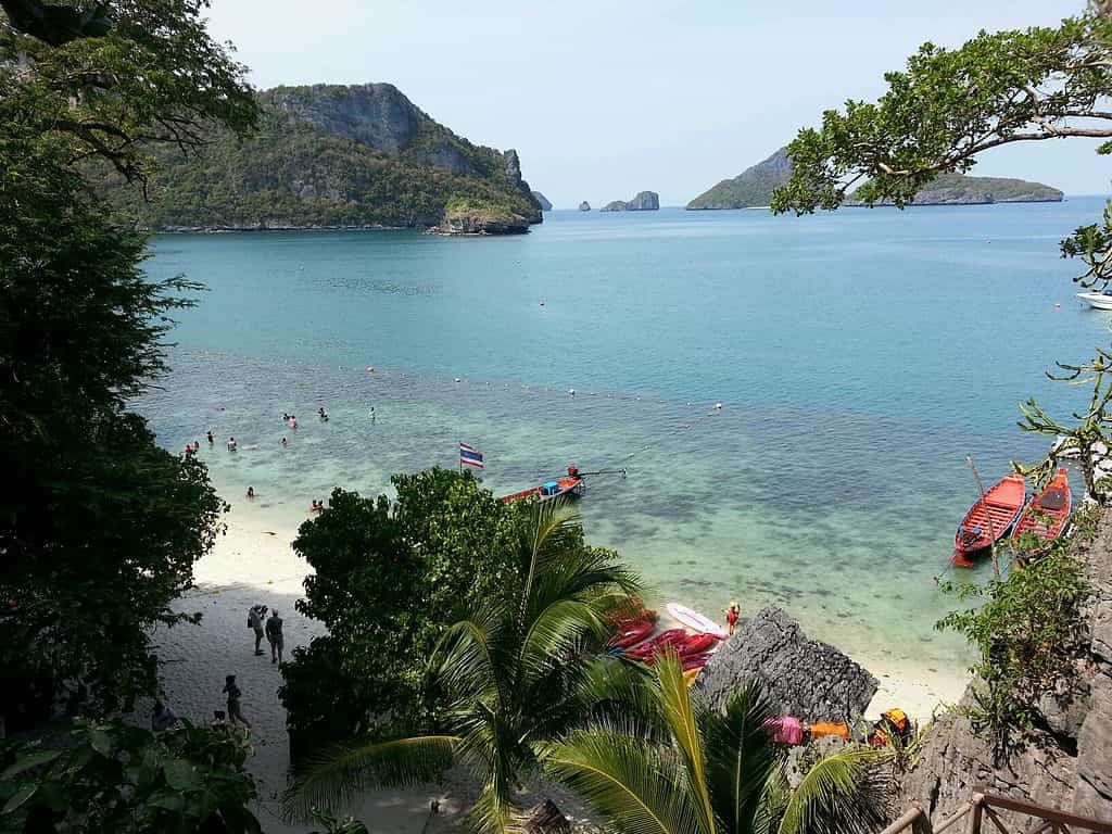 Ang thong National Marine Park, Samui Island by Maris Teteris / Wikimedia Commons