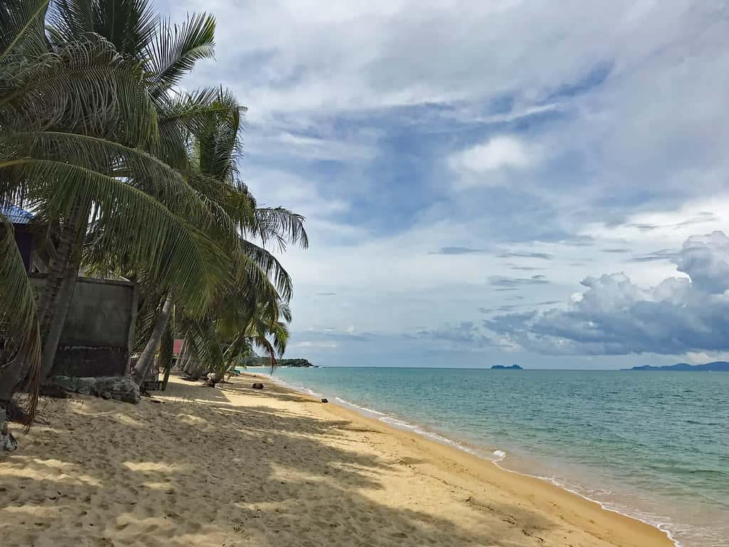 Maenam Beach, Samui Island by Flashpacker Travel Guide / Flickr.com