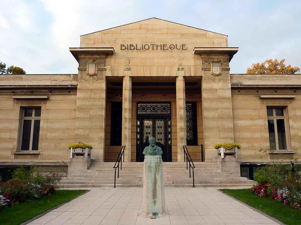 Bibliothèque Carnegie by Fab5669, Wikimedia.org