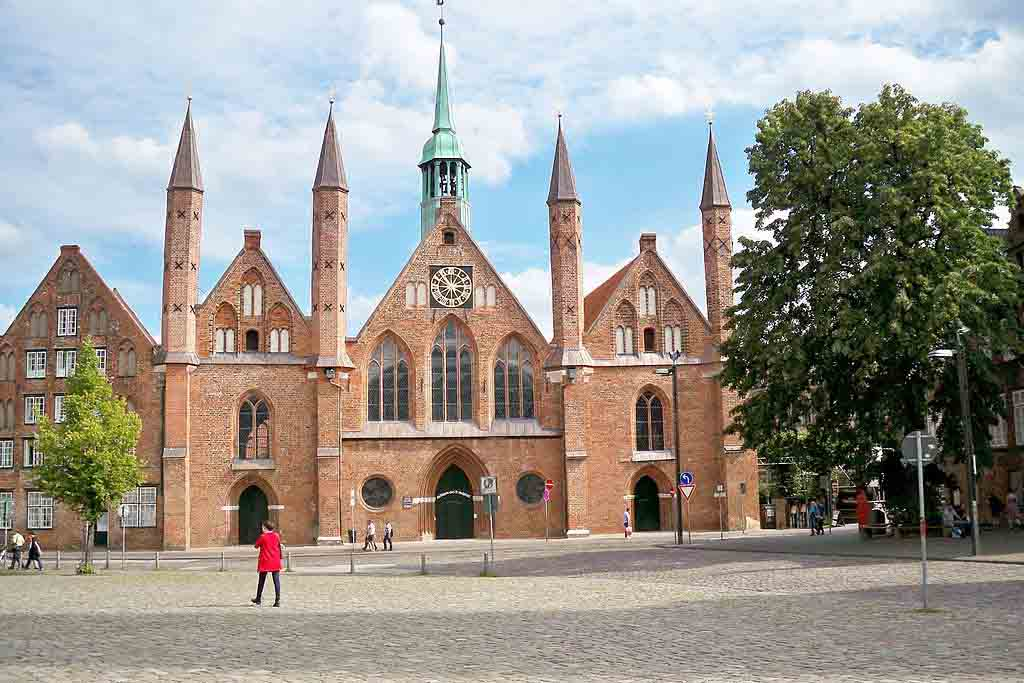 Heiligen Geist Hospital Lübeck by Crepuscolo, Wikimedia.org