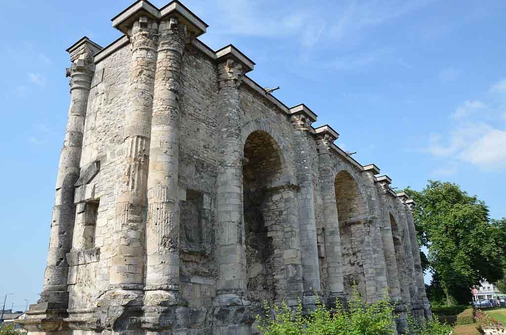 Porte de Mars à Reims by Carole Raddato, wikimedia.org