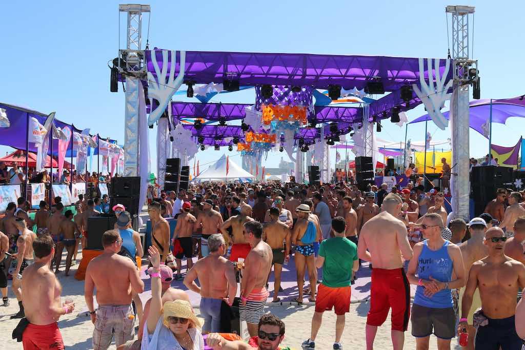 Miami, Beach Party - by Olga V Kulakova : Shutterstock.com