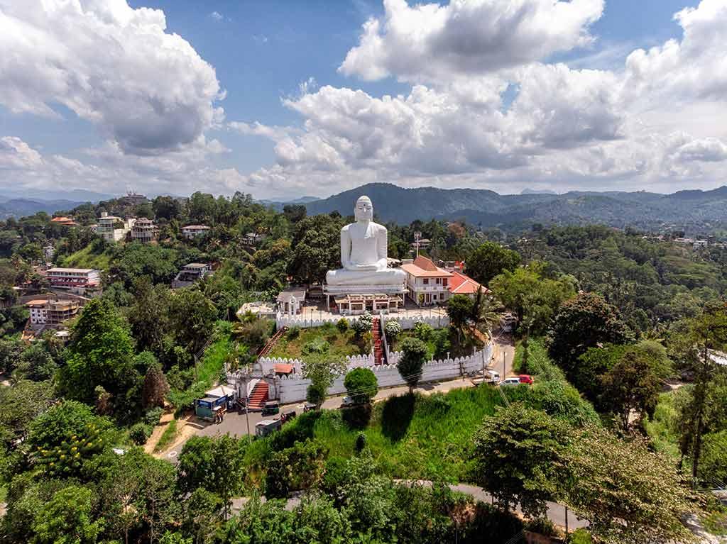 Bahirawakanda Vihara Buddha Statue, Kandy - by Yves Alarie / Unsplash.com