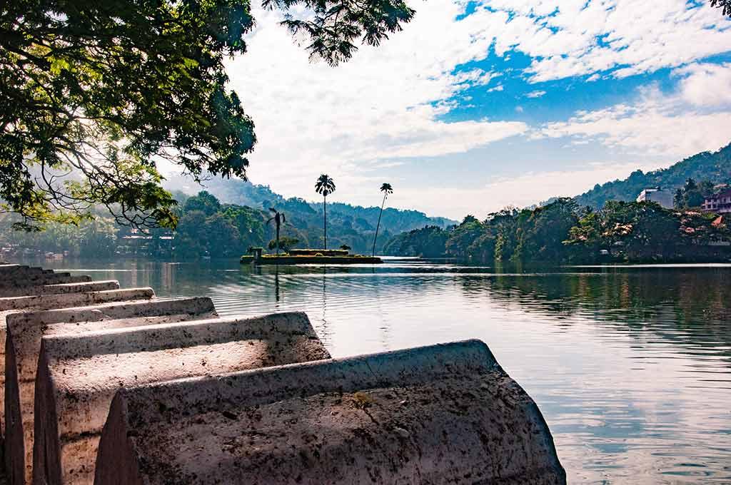 Kandy Lake - by Sarah Nichols / Flickr.com