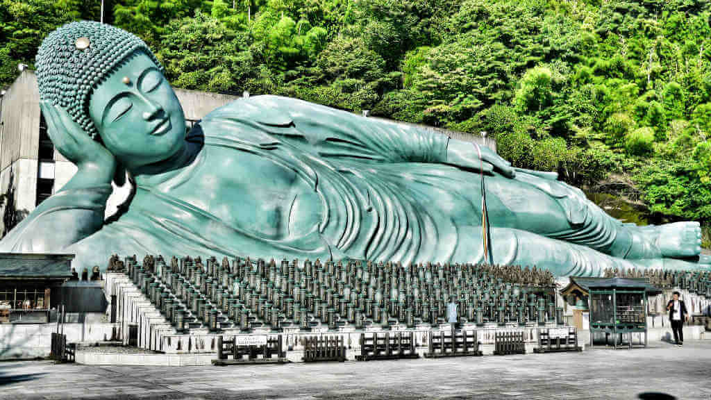 Reclining Buddha at Nanzoin Temple by travel oriented / Flickr
