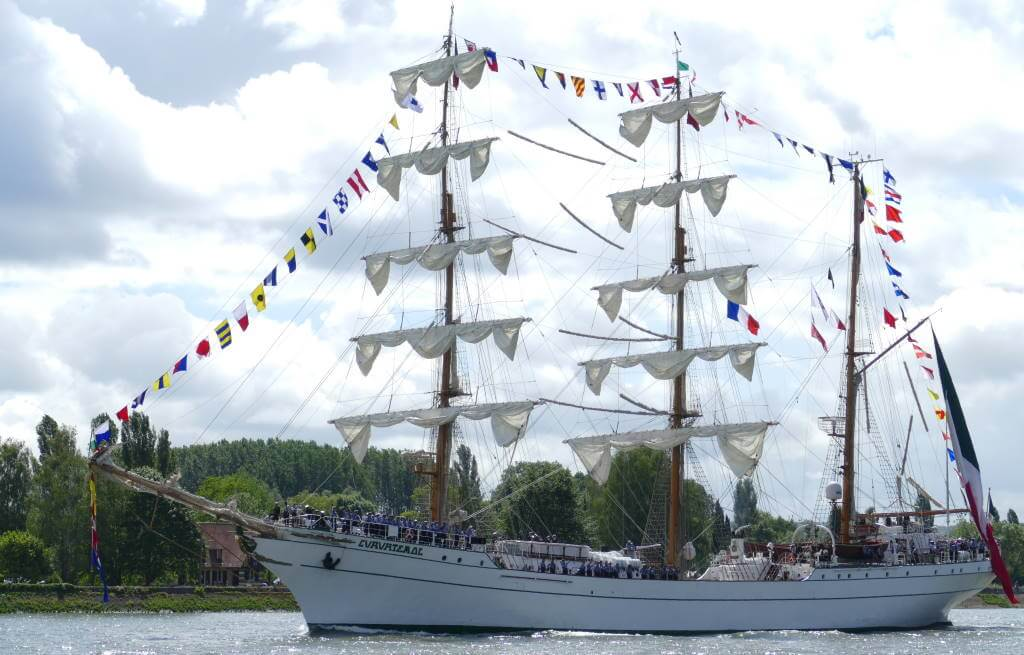 Armada Festival, Rouen - by Bernard Dupont, Wikipedia