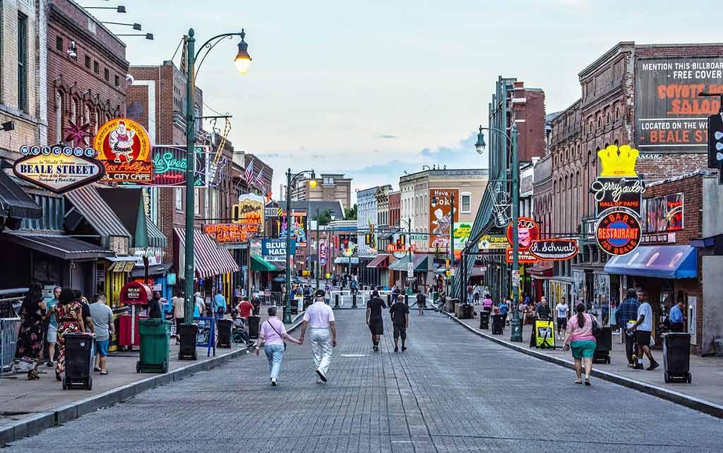 Beale Street, Memphis - by Bruce Emmerling / Pixabay.com
