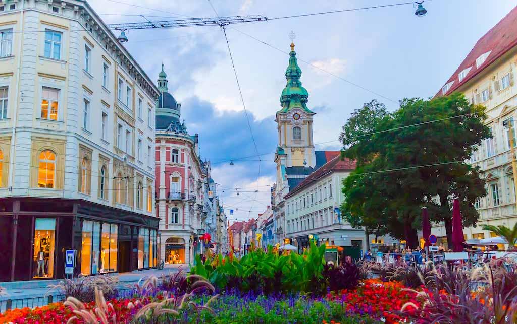 Herrengasse Shopping Street in Graz - by akarapong / Shutterstock.com
