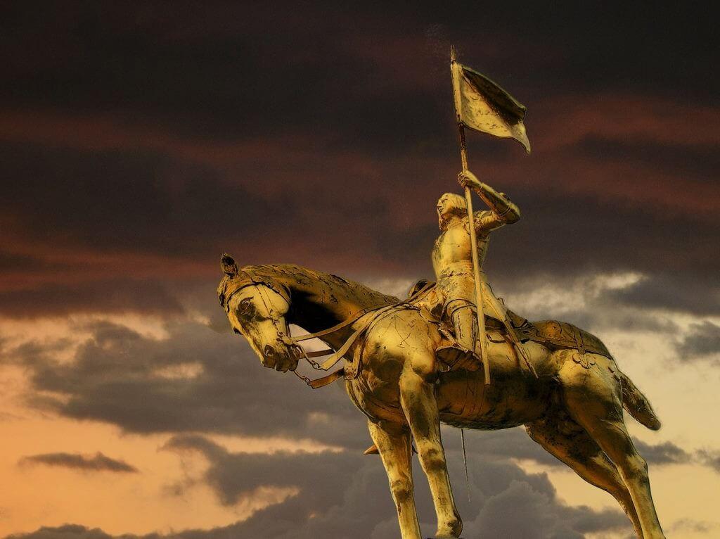 Jeanne D'Arc Statue, Rouen - by werner22brigitte / Pixabay.com