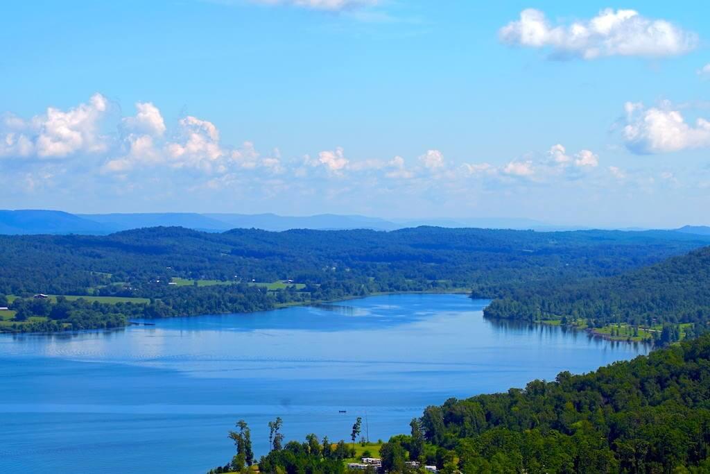 Lake Guntersville State Park, Alabama,USA -by Shutterstock.com