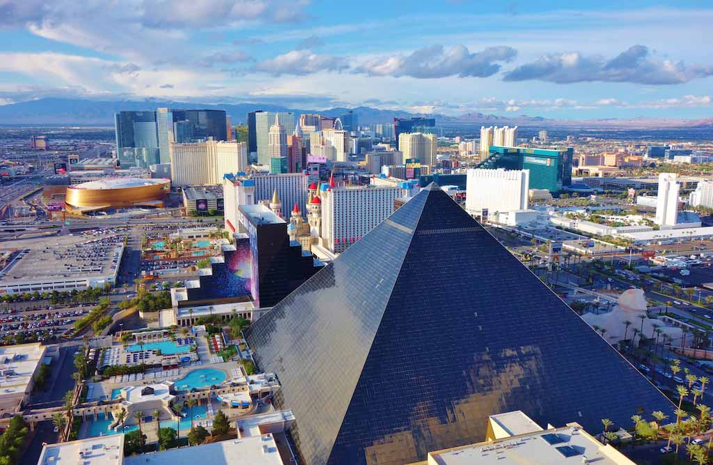 Luxor Hotel, Las Vegas, USA - by EQRoy / Shutterstock.com