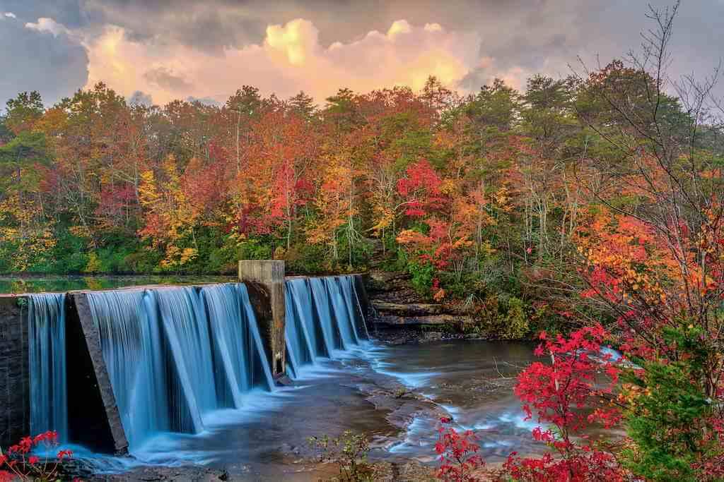Mentone, Alabama, USA -by Shutterstock.com