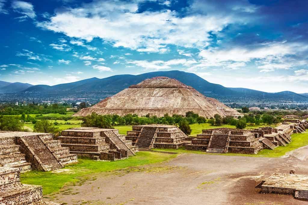 Pyramid Of The Sun, Mexico / Shutterstock.com