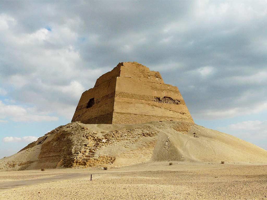 Pyramid of Meidum, Egypt - by Kurohito / Wikimedia Commons