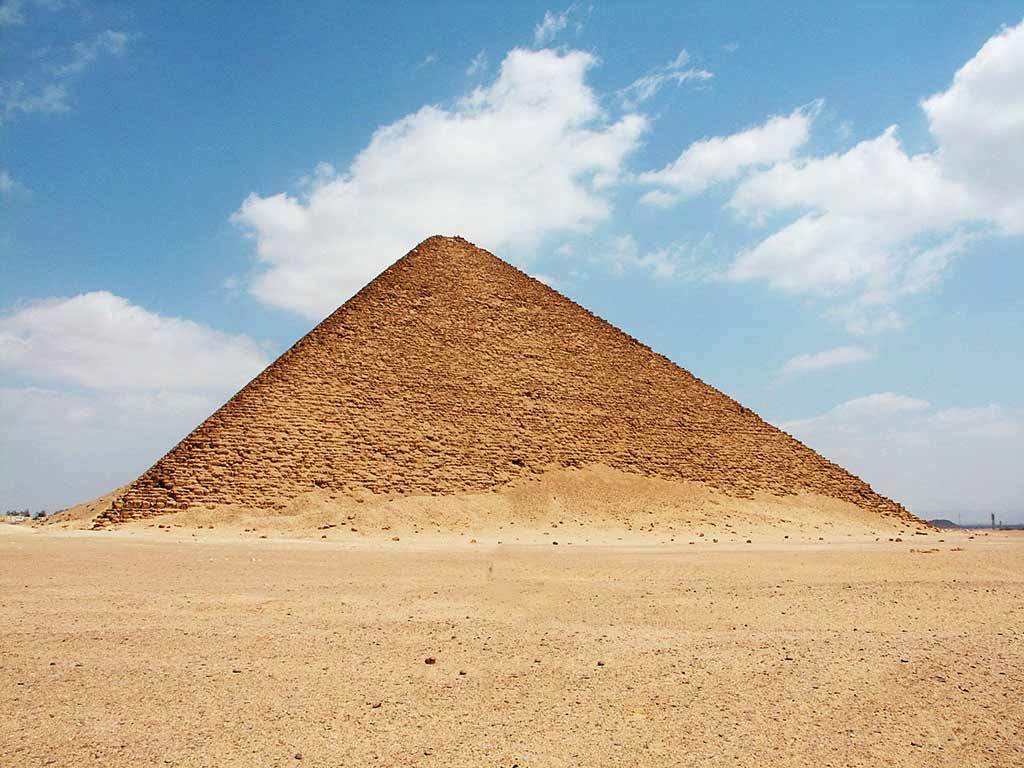 Red Pyramid Of Dahshur, Egypt - by lienyuan lee / Wikimedia Commons