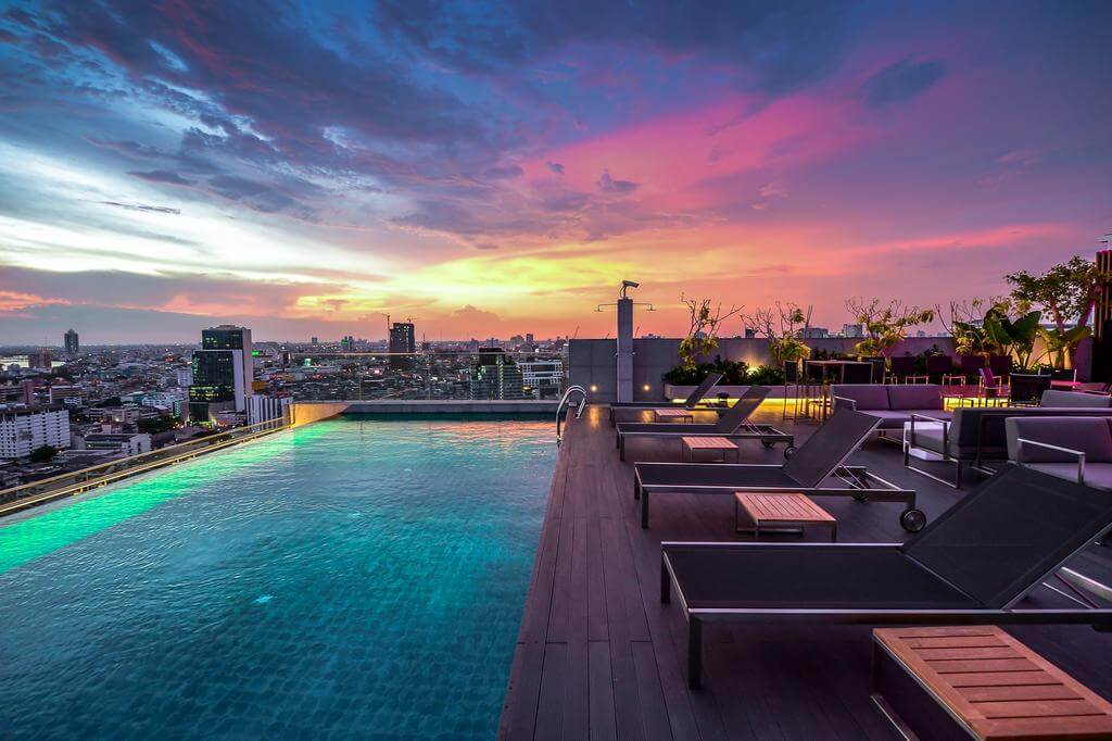 Rooftop infinity pool at Amara Bangkok - By Amara Bangkok - Booking.com
