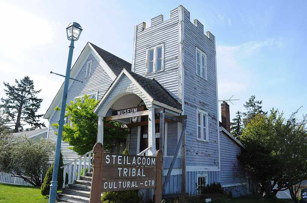 Steilacoom Tribal Cultural Center and Museum, Washington State - by Joe Mabel / Wikimedia Commons