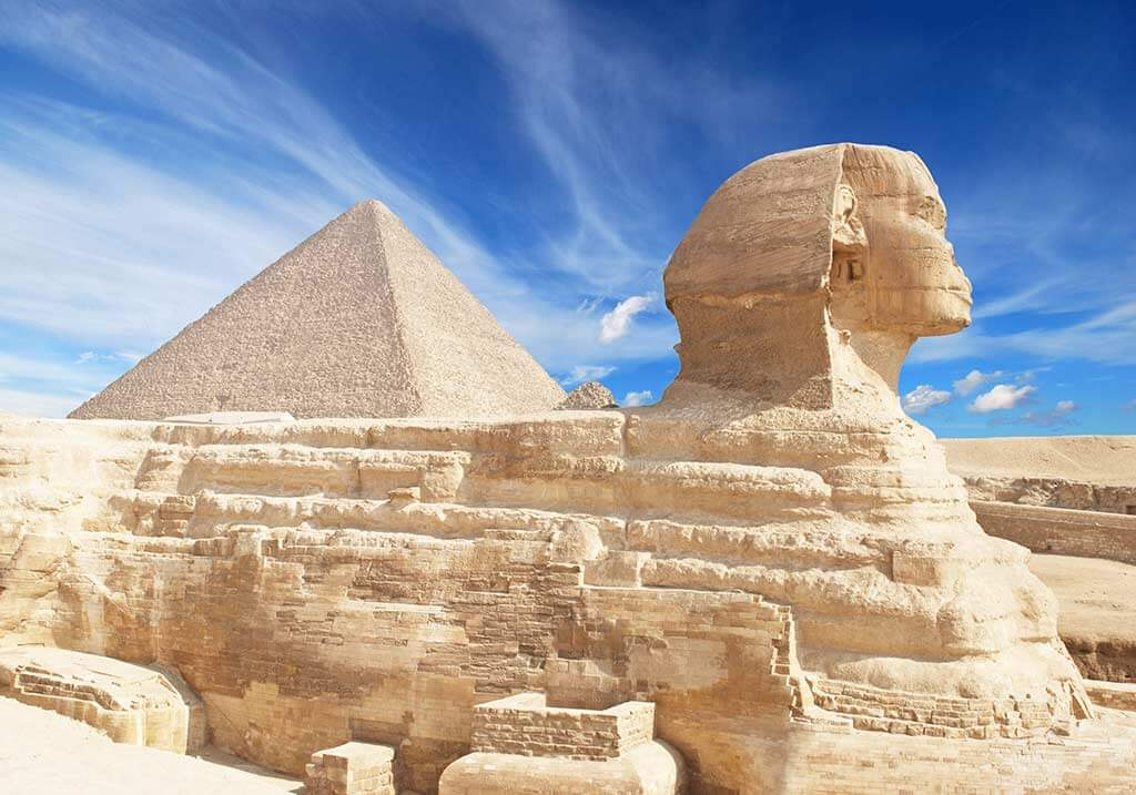 The Sphinx & The Great Pyramid of Giza, Egypt / Shutterstock.com