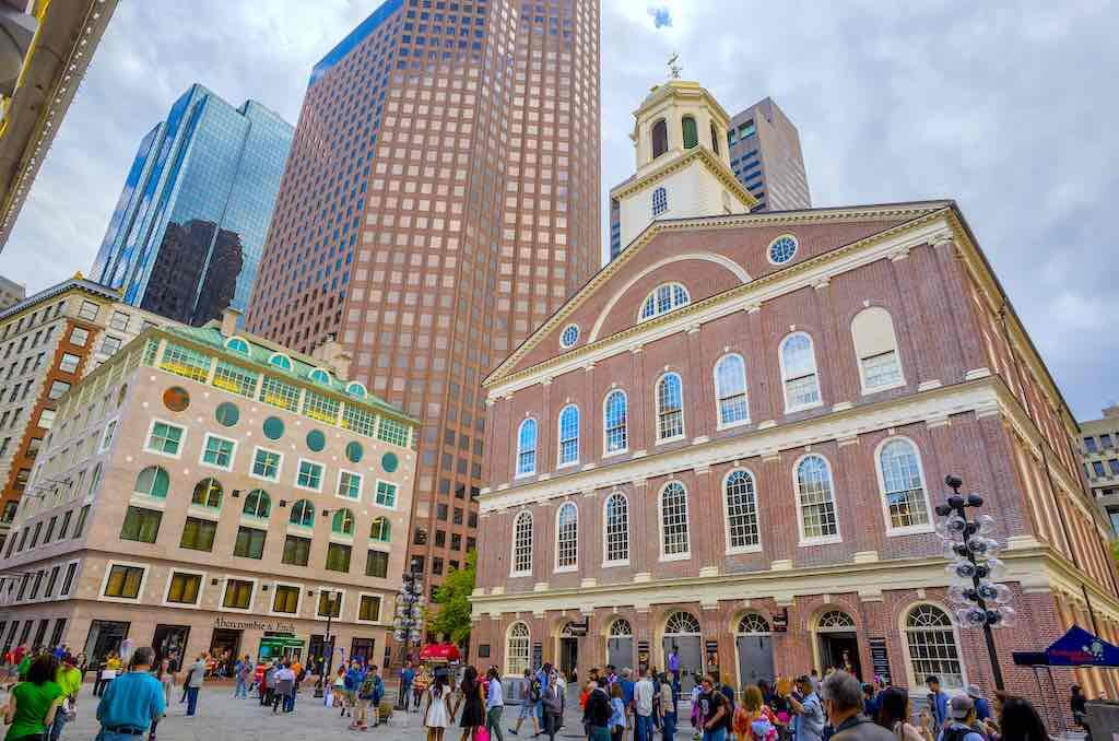 The historic Georgian architecture of Faneuil Hall in Boston - by f11photo / Shutterstock.com