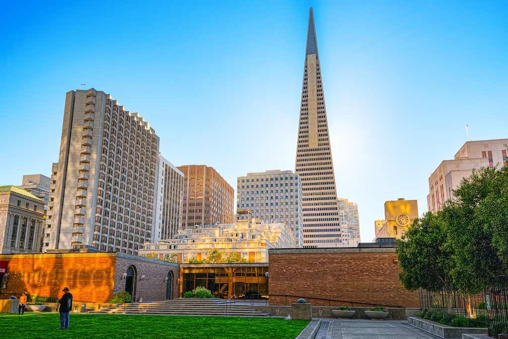 Transamerica Pyramid, San Francisco, USA - by V_E / Shutterstock.com