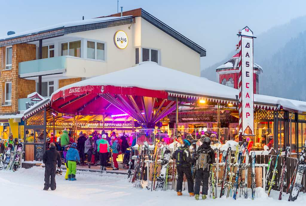 Apres ski in slope bar of winter resort St. Anton, Austria - by Boris-B / Shutterstock.com