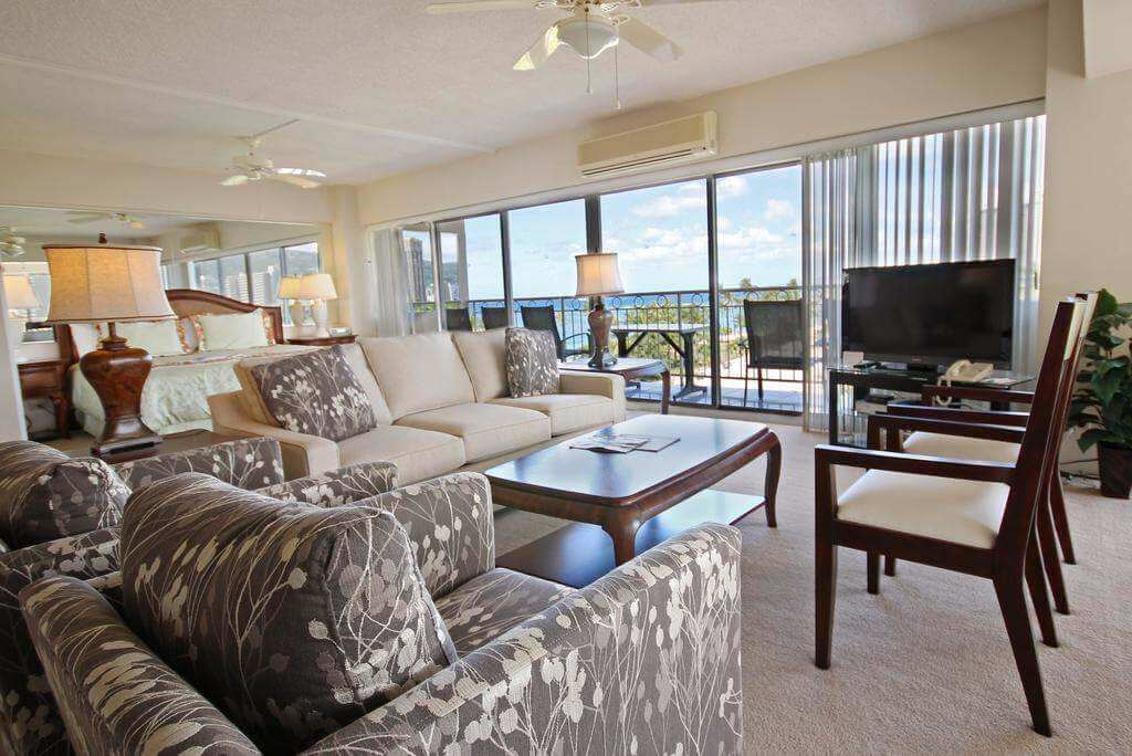 Castle Waikiki Shore Beachfront Condominiums, Honolulu - Booking.com