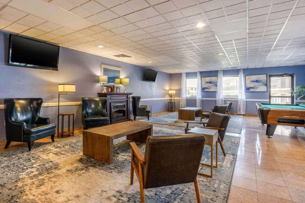 Clarion Inn & Suites Lancaster - by Clarion, Booking.com