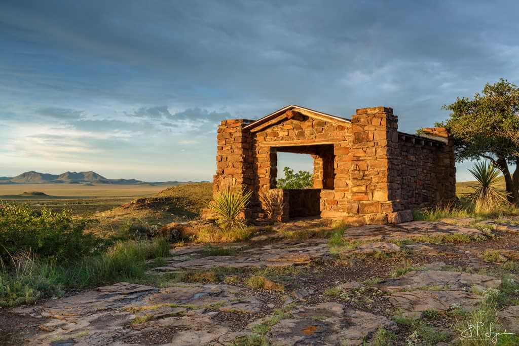 Davis Mountains State Park, Texas - by Jeff Lynch/flickr.com