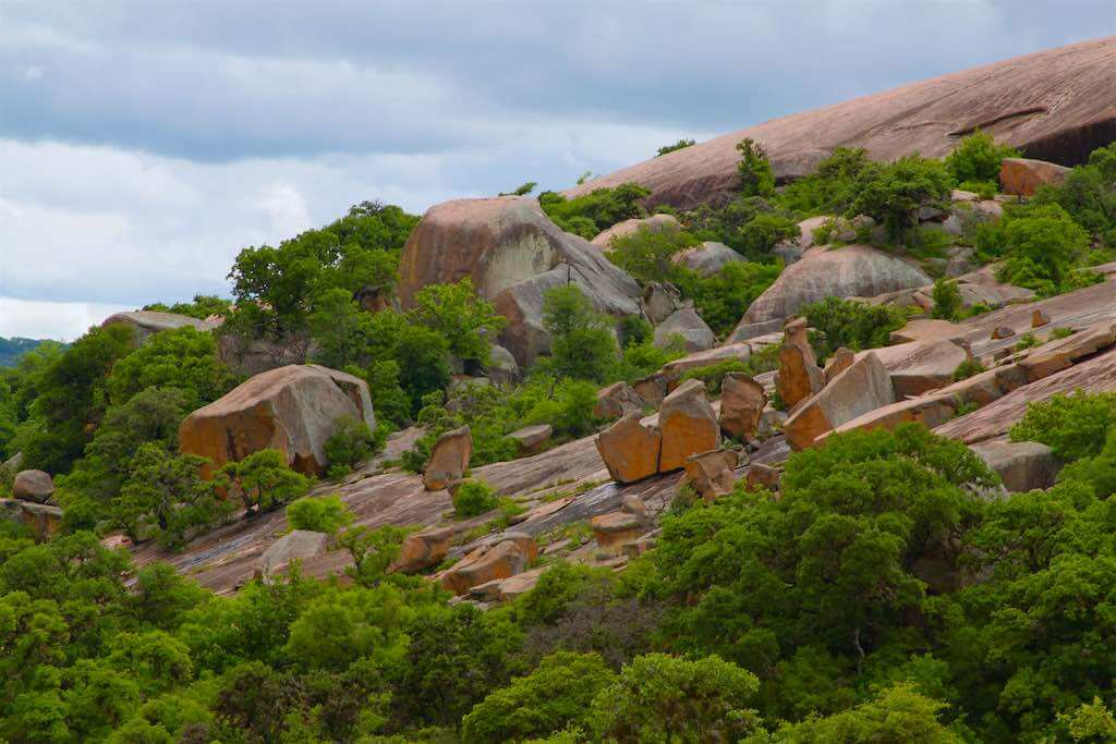 Granite boulders on the flanks of Enchanted Rock, Texas - by Roy Luck/flickr.com